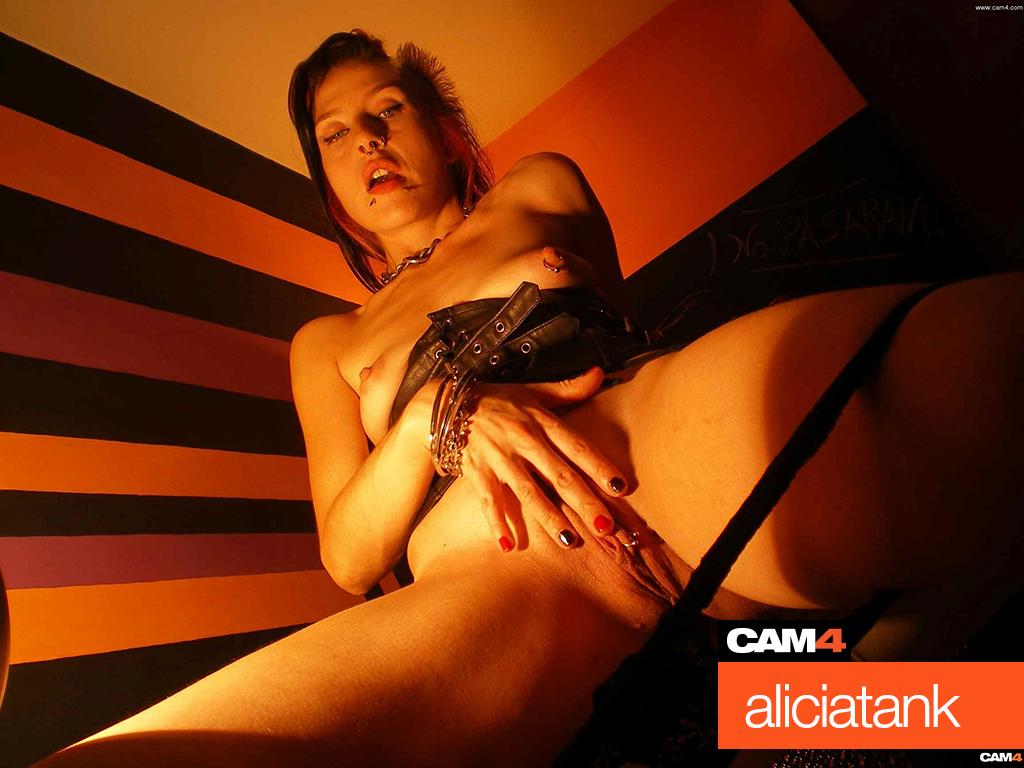 aliciatank-cam4
